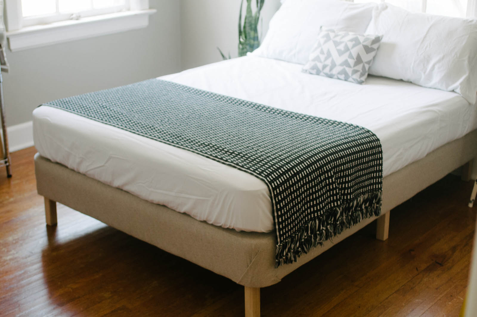 Simple is better a diy modern bed for Simple bed diy