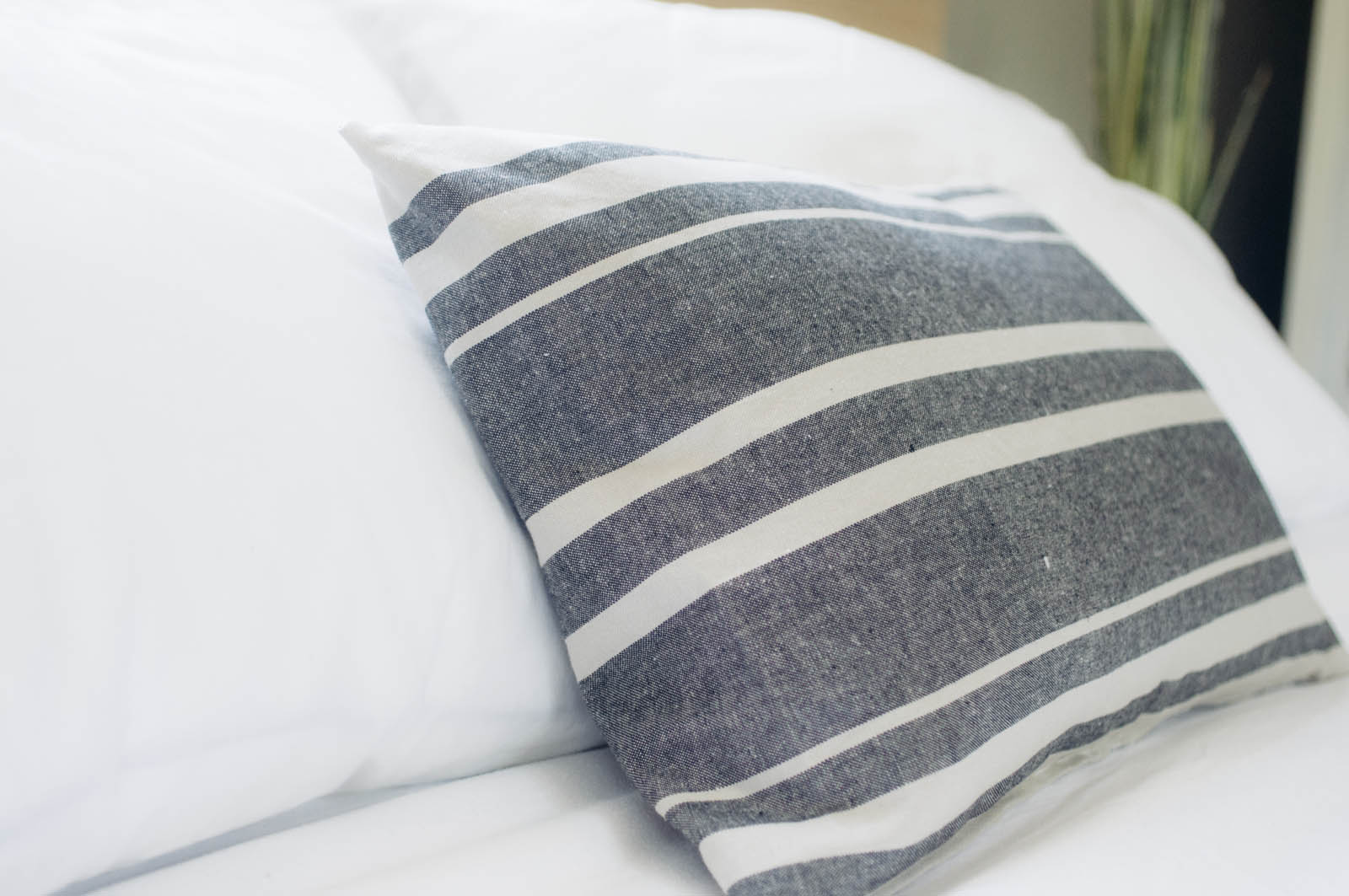 Making Pillow Covers With Piping